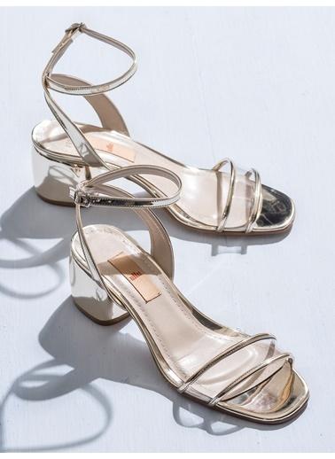 Elle Sandalet Altın